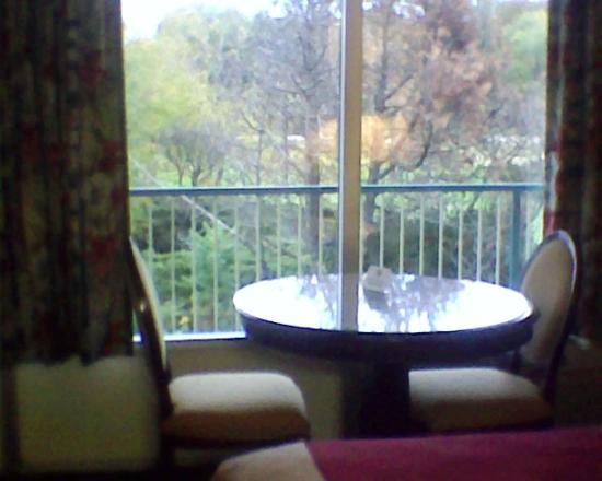 EconoLodge of Shorewood - Joliet: Room 100 Table Area