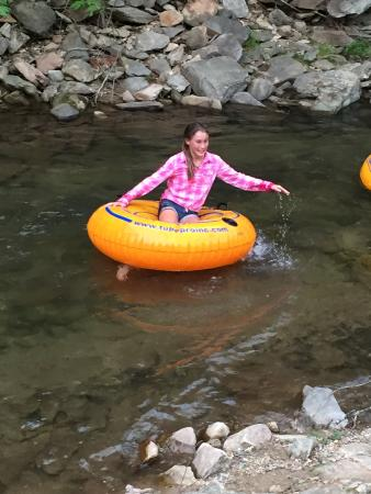 Valle Crucis Farm : Playing in the creek