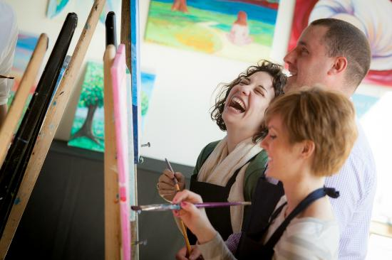 Mashpee, MA: Friends painting together at The Cape Cod Art Bar