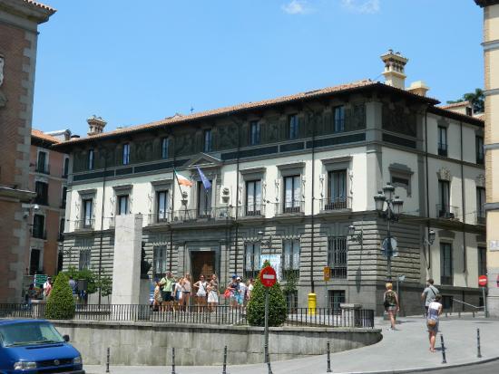 Monumento a Victoria Eugenia y Alfonso XIII