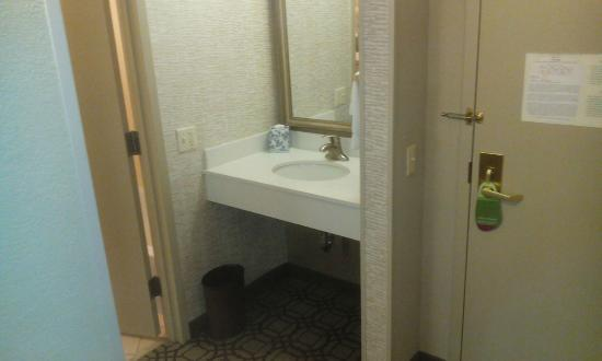 Courtyard by Marriott Savannah Historic District: Out of bathroom :)