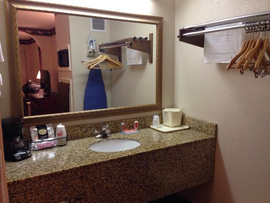 Econo Lodge: Sink