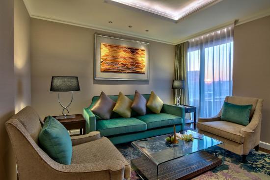 Radisson Blu Plaza Bangkok: Royal Deluxe Suite - Living Room