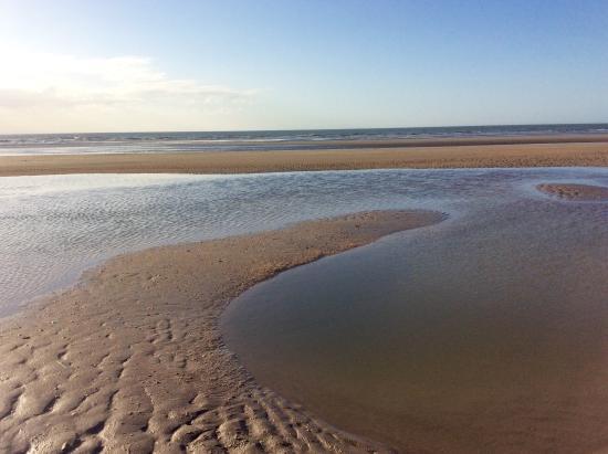 De Panne Beach: La mer...