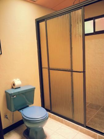 Monte Los Lirios Lodge: S.S Agua Caliente-Puerta corrediza