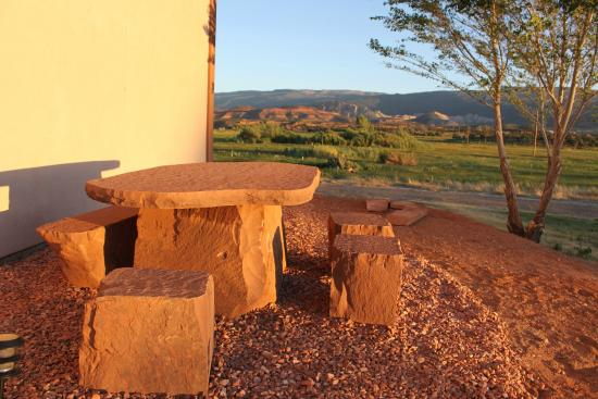 Red Sands Hotel: Outdoor Rock Table And Chairs