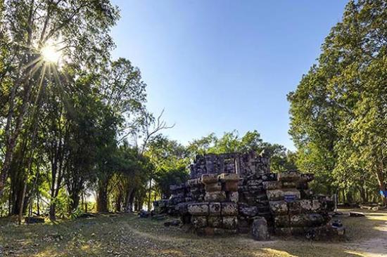 Phanna Nikhom, Thailandia: The Half-Finished Pagoda