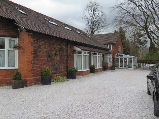 Grove Guest House: Great car parking space