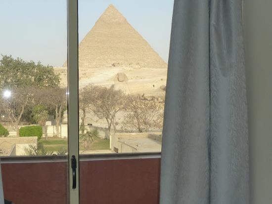 Pyramids View Inn: View from my room  top of Hotel