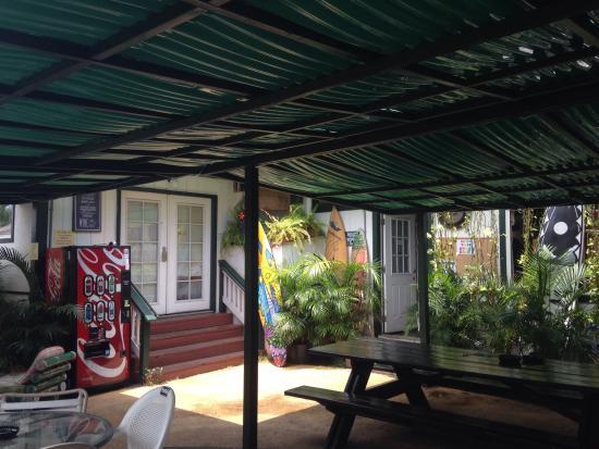 Lahaina's Last Resort Hostel: Communal Area