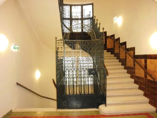 stairs bild von motel one wien staatsoper wien. Black Bedroom Furniture Sets. Home Design Ideas