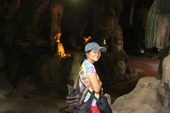 Phetchaburi, Tailandia: Entering the cave