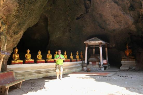 Phetchaburi, Tajlandia: Some of the 170 Buddha images