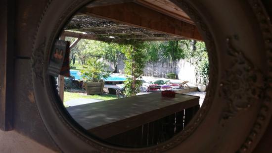 Le Moulin Picaud : Depuis la cuisine exterieure face a la piscine!