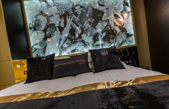 chambre classique picture of hotel les bulles de paris paris tripadvisor. Black Bedroom Furniture Sets. Home Design Ideas