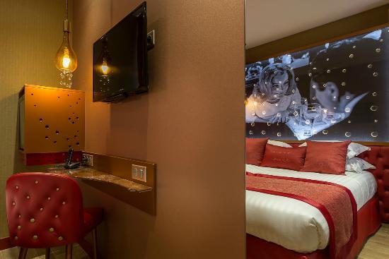 chambre sup rieure picture of hotel les bulles de paris paris tripadvisor. Black Bedroom Furniture Sets. Home Design Ideas
