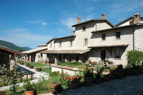 Agriturismo Casale nel Parco dei Monti Sibillini: Vista esterna
