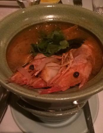 Thai Gracia: Prawn tom yum soup (you can't see the candle, but there's a candle under the bowl to keep the so