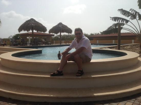 Wanapa Lodge: Chilling with a beer by the pool