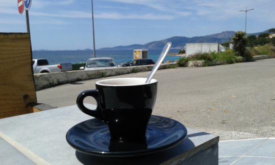 Le Zahir : Café face au large