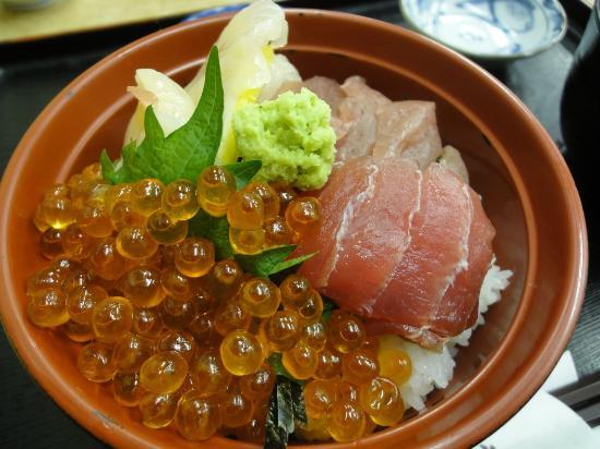 Manpuku Shokudo : イクラ、マグロ、ホタテの三色丼