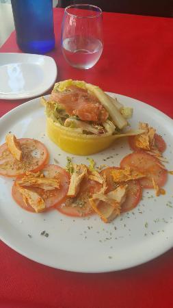 Dgusta: Presentación de ensalada de salmón y piña