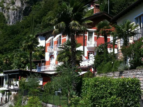 Hotel Elvezia al Lago : hübsches Hotelgebäude