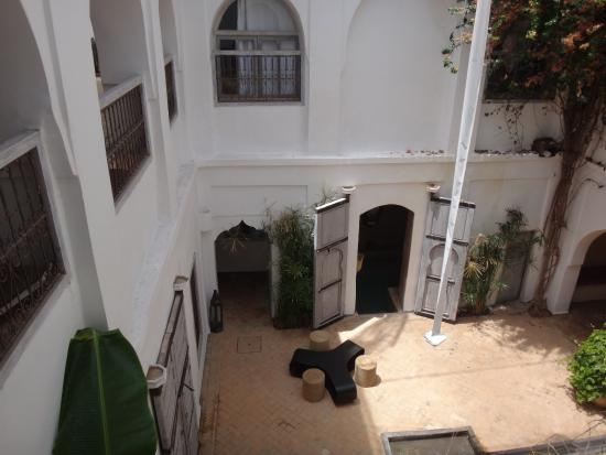 Riad O2: Vue sur la patio et le jacuzzi