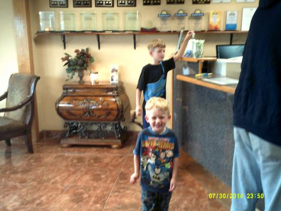 Days Inn Pauls Valley : Candy in the lobby was great