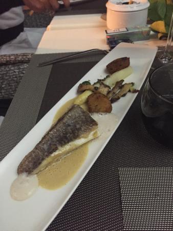 Restaurante Es Passeig: Hauptspeise Wolfsbarsch Überraschungsmenü
