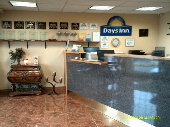 Days Inn Pauls Valley: Front Lobby