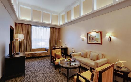 Ramada Plaza JHV Varanasi : Suite Room - Living Area