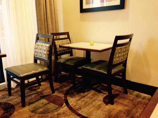 Hampton Inn & Suites Colorado Springs/I-25 South : Part of the breakfast area