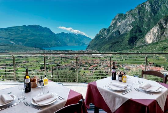 La vista dal ristorante acetaia bild fr n trattoria for Ristorante la vista