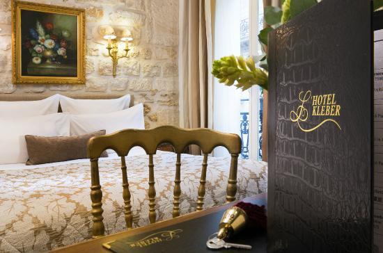 Chambre double deluxe avec jacuzzi free internet for Chambre d hotel avec jacuzzi