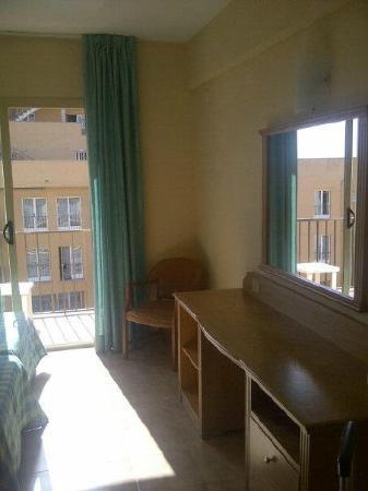 Iris Hotel: Bedroom