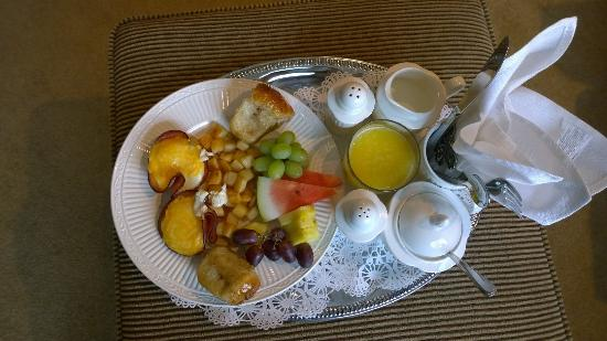 Sweet Dreams Luxury Inn : Delicious breakfasts in-room or in the small dining area