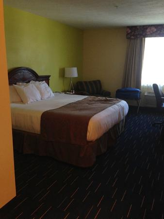 Americas Best Value Sandman Inn : Room with nice bed and nice linens