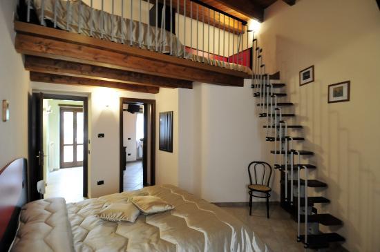 Camera casa vacanze con soppalco foto di casa vacanze for Case piccole con soppalco