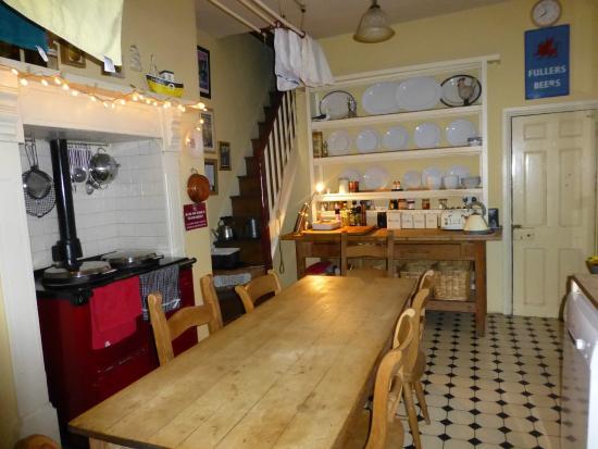 Truro Lodge: Kitchen table