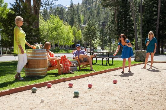 PlumpJack Squaw Valley Inn: Bocce Court