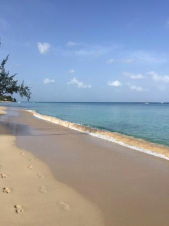 Glitter Bay Suites: Sandy beaches