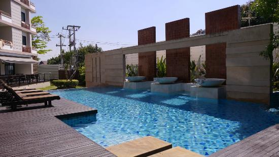 The Grand Napat: Swimming Pool