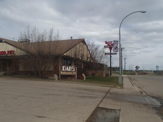 Dan's Neighbourhood Pub & Beer, Wine Store : Dans neighborhood bar and grill