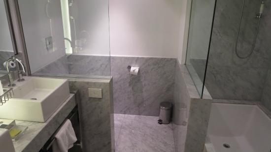 Palermitano Hotel: banheiro
