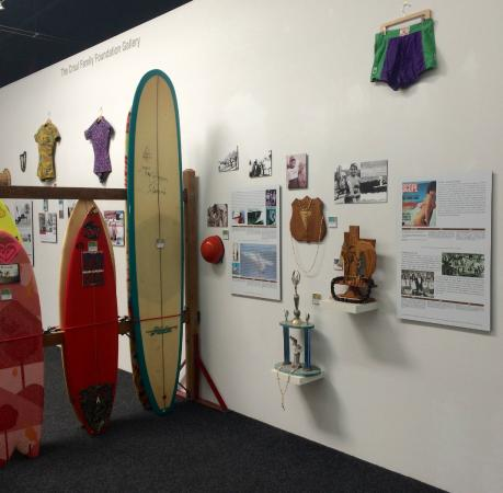 San Clemente, Καλιφόρνια: Trailblazers in Women's Surfing Exhibition 4/25-6/15/15