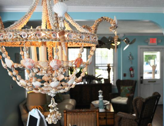 Saltwater Inn: Chandelier