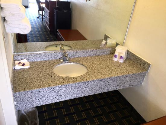 Knights Inn Hilliard/Columbus: Queen Room with Two Queen Beds - Non-Smoking - Vanity