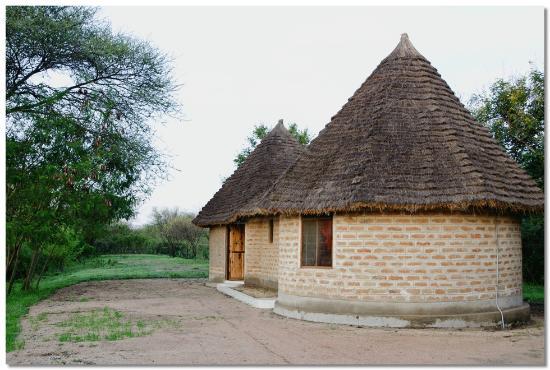 Serengeti Stop Over Lodge: Bandas at Serengeti Stopover