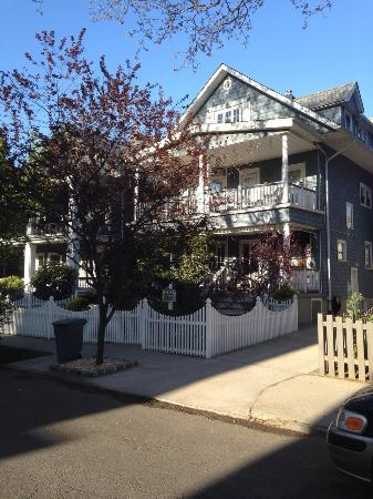 Bibi's Garden Bed and Breakfast : Echt een mooi huis in koloniale stijl.